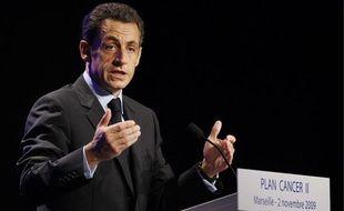 """Le président de la République, Nicolas Sarkozy, présente son """"plan cancer II"""" à Marseille, le 2 novembre 2009."""