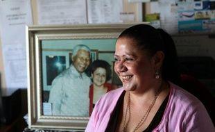 Dans la même minute, Nelson Mandela et une tornade sont entrés dans le magasin. De cet improbable enchaînement est née l'amitié entre le héros sud-africain et Stella Hawkes, à l'époque modeste gérante de pharmacie dans une petite ville de province sud-africaine.
