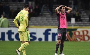 Le milieu de terrain toulousain Pantxi Sirieix (à droite) est déçu à la fin du match nul entre Nantes et le TFC, le 5 novembre au stade de la Beaujoire.