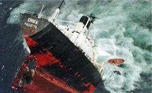 Le pétrolier Erika a coulé à l'ouest des côtes françaises le 13 décembe 1999.