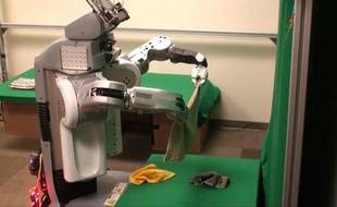 Un robot plieur de serviette de l'Université de Berkeley