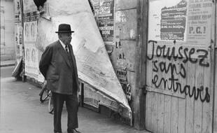 Photographie d'Henri Cartier-Bresson réalisée en mai 1968 à Paris