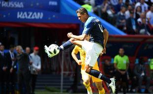 Raphael Varane au duel face à l'Australie