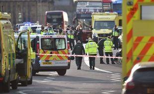 Une attaque sans doute terroriste sur le pont de Westminster et devant le Parlement britannique, à Londres, a fait au moins deux morts et de nombreux blessés, le 22 mars 2017.
