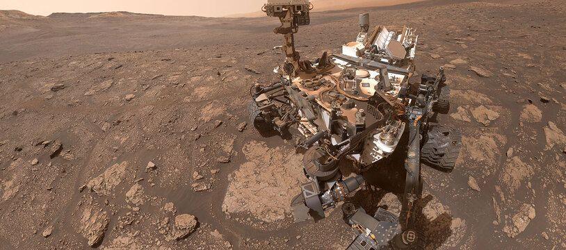 Un selfie du rover Curiosity pris au mois d'octobre sur la planète Mars, avec en toile de fond le mont Sharp.