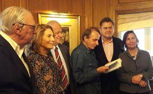 Remise du 34e prix littéraire 30 Millions d'amis à Stéphane Audeguy, le 23 novembre 2016, en présence de Michel Houellebecq et Réha Hutin.
