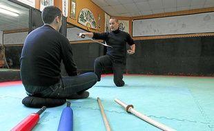 Luc Nagata, patron de Zenbudo Management, coache ses clients grâce aux arts martiaux.