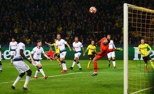 Hugo Lloris s'envole dans le but des Spurs.