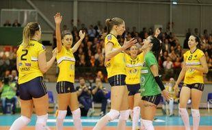 La joie des volleyeuses nantaises, victorieuses (3-0) contre les Roumaines de Bacau.