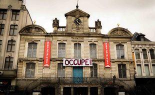 La façade du Théâtre du Nord, à Lille, occupé pour protester contre la fermeture des lieux culturels.
