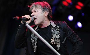 Bruce Dickinson, le chanteur du légendaire groupe de heavy metal Iron Maiden, sur scène en République tchèque en juin 2014.