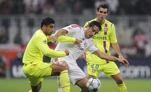 Luca Toni (au centre) cerné entre deux Lyonnais, lors de Bayern - Lyon, en Ligue des champions, le 30 septembre 2008.