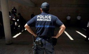 Un policier municipal de Saône-et-Loire, âgé de 56 ans, a été condamné mercredi par le tribunal correctionnel de Mâcon à trois mois de prison avec sursis et mise à l'épreuve de deux ans pour des attouchements sur une femme alors qu'il était en service.