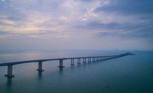 Le pont Zhuhai - Hong Kong - Macao est présenté comme le «pont maritime le plus long du monde».