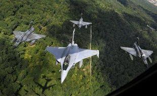 """Les Emirats Arabes Unis ont estimé mercredi que la proposition du français Dassault pour son avion de combat Rafale était """"non compétitive et irréalisable"""", marquant apparemment un blocage dans la négociation."""