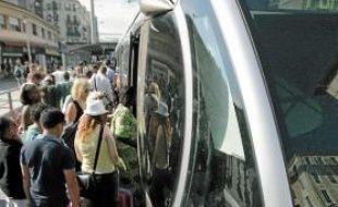 La reprise en régie du tram et des 400 bus sera effective d'ici un an maximum.