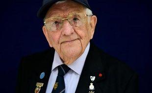 Don Sheppard, vétéran britannique de 94 ans, pose à Basildon (Angleterre) avant d'entreprendre le voyage vers la France pour les commémorations du débarquement en Normandie, le 3 juin 2014