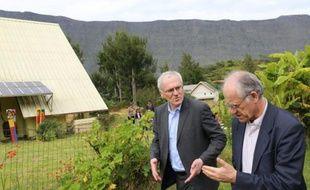 Le PDG d'EDF, Jean-Bernard Levy, inaugure une installation photovoltaïque à Saint-Denis de la Réunion, le 2 février 2016