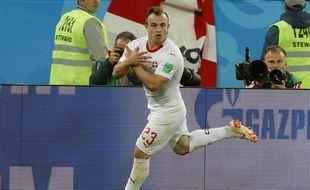 Shaqiri, faisant le signe de l'aigle après son but contre la Serbie