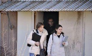 La juge d'instruction marseillaise en charge du dossier des prothèses mammaires défectueuses PIP s'est déplacée mercredi dans l'ancienne usine de la société à La Seyne-sur-Mer (Var), a-t-on appris de source proche de l'enquête et constaté sur place.