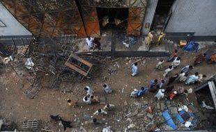 La mégapole pakistanaise de Karachi, port méridional grouillant et dangereux de près de 18 millions d'habitants, est constellée d'usines et de fabriques improvisées aux conditions de travail misérables et remplies d'employés sans statut payés entre 5.000 et 10.000 roupies (entre 40 et 80 euros) par mois.