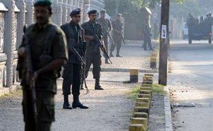Au moins 23 civils ont été tués mercredi et des dizaines d'autres blessés par un attentat à la bombe contre un bus au Sri Lanka le jour de la rupture officielle d'un cessez-le-feu scellé en 2002 entre le gouvernement et les rebelles tamouls.