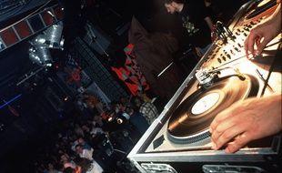 Une « rave party » à paris en 1996.
