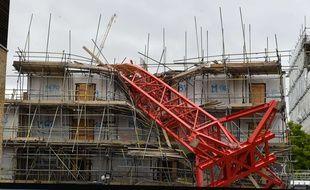 Une grue s'est effondrée sur un chantier londonien et a fait 1 mort et 4 blessés, le 8 juillet 2020.