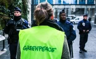 Illustration d'une activiste de Greenpeace.