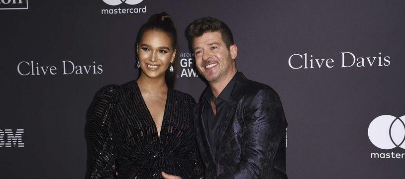 Le mannequin April Love Geary et son fiancé, le chanteur Robin Thicke à Beverly Hills.