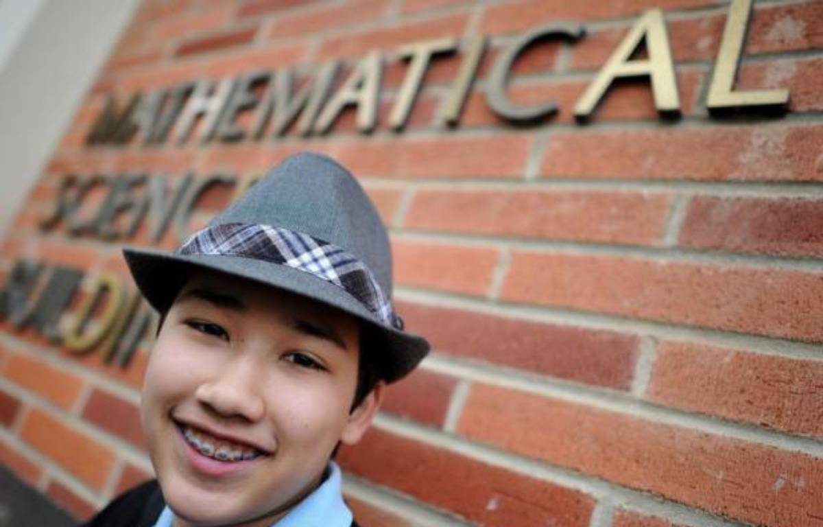 """Moshe Kai Cavalin, un mathématicien de 14 ans bientôt diplômé de l'Université de Californie à Los Angeles, n'aime pas qu'on le qualifie de """"génie"""". S'il résoud aujourd'hui les équations les plus complexes, c'est juste parce qu'il n'a """"pas perdu de temps"""". – Joe Klamar afp.com"""