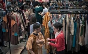 L'Opéra de Lyon brade ses costumes en organisant le 3 mai une vente exceptionnelle.