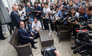Si ce n'est pas un plan com', ça y ressemble fortement. (Photo: François Hollande à Angoulême le 22 août 2017).