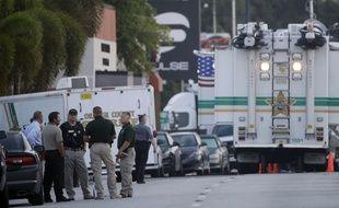 Les enquêteurs, près de la boîte de nuit Pulse à Orlando, le 13 juin 2016, après l'attentat qui a coûté la vie d'une cinquantaine de personnes.