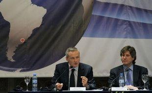 Bruno Le Maire, ministre de l'Agriculture française, (à gauche), donne un discours pendant le groupe de travail sur les matières premières à Buenos AIres, le 19 mai 2011