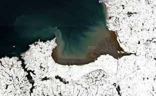 La baie du Mont Saint-Michel sous la neige vue depuis l'espace, le 10 février 2021.