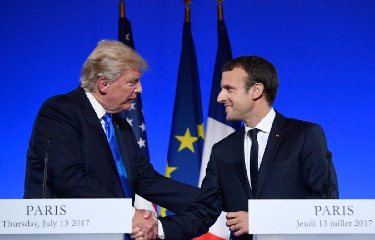 Poignée de mains et sourires au programme de la conférence de presse de Trump et Macron – SAUL LOEB / AFP