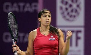 La Française Marion Bartoli s'est qualifiée vendredi pour les demi-finales du tournoi de Doha (Qatar) en venant à bout en trois sets de la Tchèque Lucie Safarova, qui avait sorti précédemment dans le tournoi l'ancienne N.1 mondiale danoise Caroline Wozniacki.