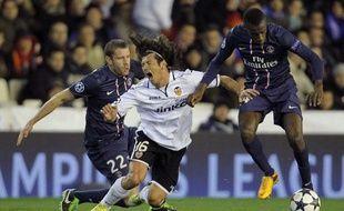 Blaise Matuidi devance Tino Costa, le 12 février 2013 à Valence.