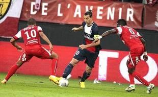 Zlatan Ibrahimovic en position de meneur de jeu, le 25 septembre 2013 à Valenciennes.