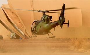 Un hélicoptère français de l'opération Barkhane, dans le nord du Mali, en 2015 (illustration).