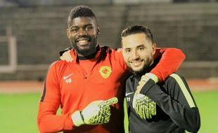 Le gardien de but Jean N'Djalkonog et l'attaquant Farez Brahmia, ici après un succès (2-0) contre Créteil-Lusitanos le 17 mars.