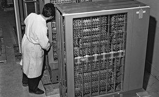 Un ordinateur 704 chez IBM en 1957.
