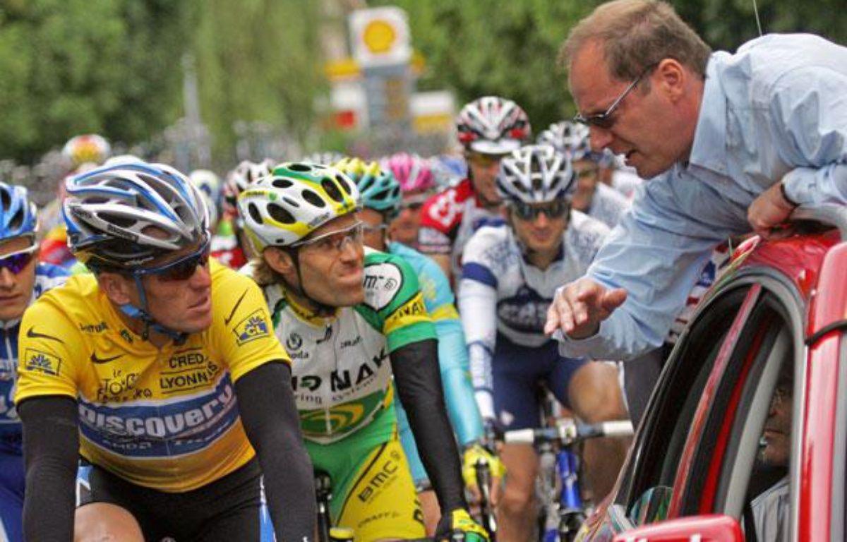 Lance Armstrong et Christian Prudhomme, le directeur du Tour de France, en juillet 2005, à Troyes. – JOEL SAGET / AFP
