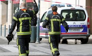 Illustration de pompiers franchissant un périmètre de sécurité, ici à Rennes.