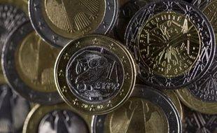 Une nette majorité de Français est favorable à la monnaie unique européenne, actuellement dans la tourmente provoquée par la crise de la dette souveraine, selon un sondage BVA réalisé pour le magazine Challenges, paru jeudi.