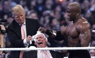 Donald Trump lors de son intervention remarquée pendant un combat WWE, en avril 2007.
