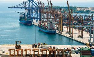 Vue du terminal cargo, le 13 juillet 2015, du port du Pirée, près d'Athènes, dont la privatisation est envisagée