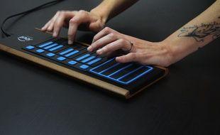 Le dispositif connecté développé par Joué permet de s'initier rapidement à la musique.