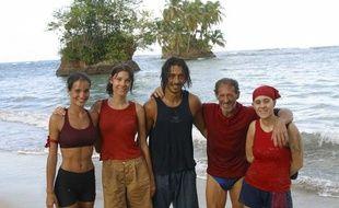 L'équipe des Boro de l'émission Koh-Lanta 3 de TF1, avec Sylvie, Hélène, Moundir, Tony et Delphine.